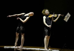 …DE LA TERRE Minna Pensola, violin Auri Ahola, dance and choreography